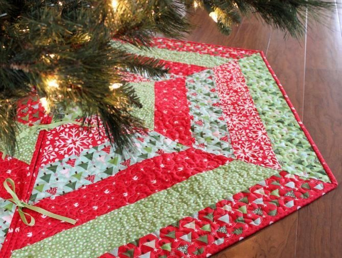 Holly Jolly Tree Skirt!  I have wanted to make one for a very long time.