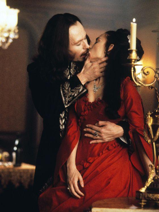 Gary Oldman et Winona Ryder dans Dracula de Francis Ford Coppola (1992).