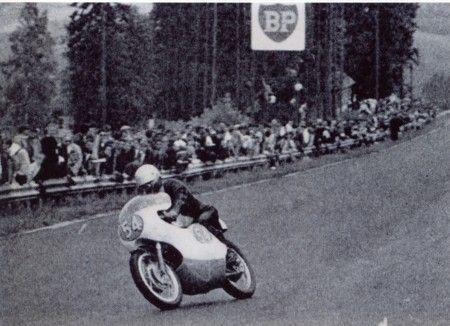 1963年7月7日  ベルギーGP スパ・フランコルシャンサーキットを疾走する砂子