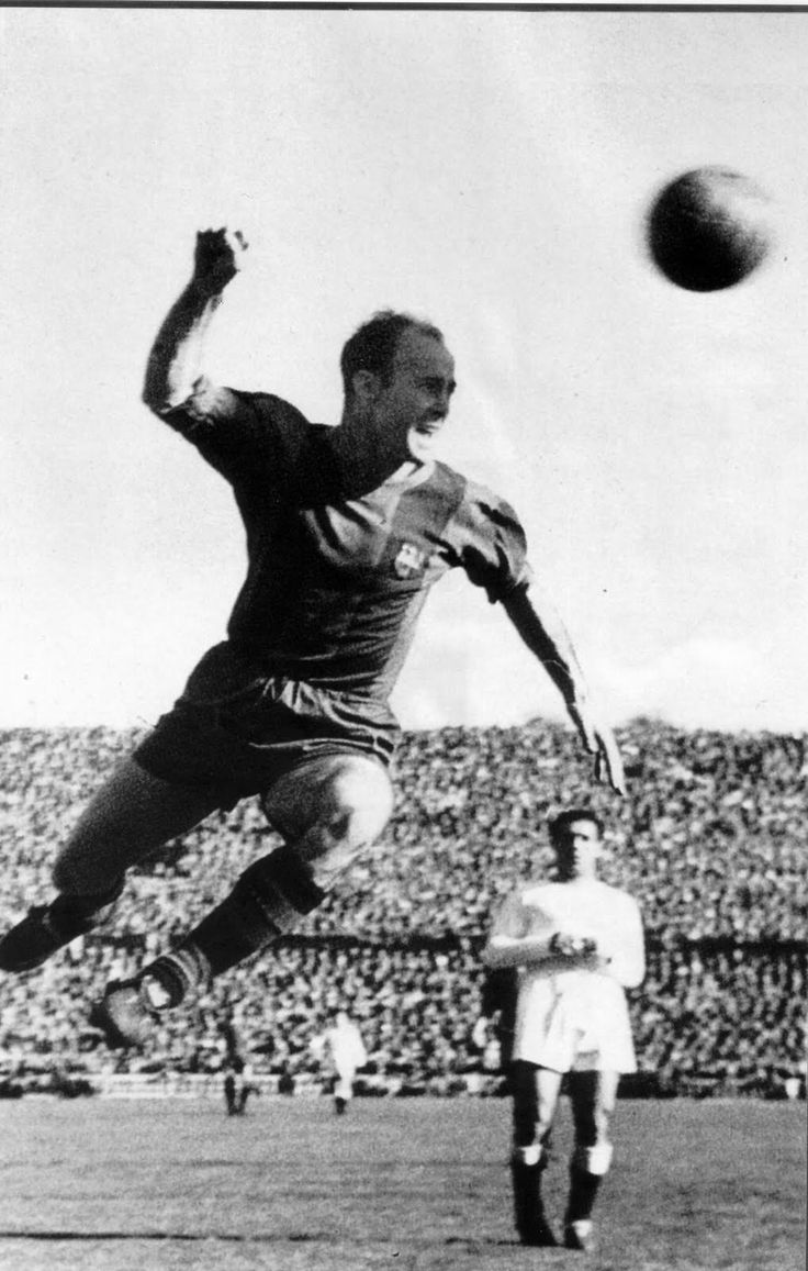 César Rodríguez, another great Barça player. He was Barça's top goalscorer until Messi broke his record on 20th March '12 (232 goals). He is 5th historic goalscorer of La Liga and 16th player who play more matches with Barça (348 official matches), winning 13 major trophies, and he was a forward renowned for his ability to score from corners.