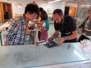 Taller de Grabado con alumnos de Universidad de Huafan © http://www.cuencaon.com/tallergrabadohuafan.html#jp-carousel-27352