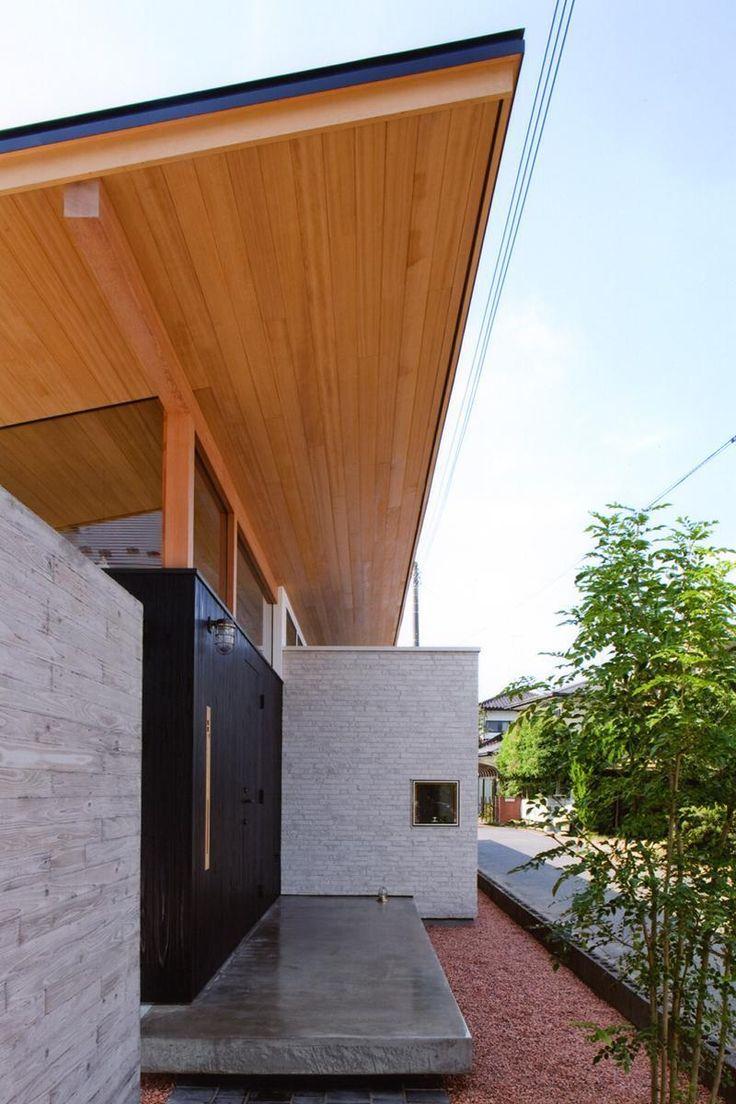 玄関事例:玄関ポーチ(ナガヤネ -長い屋根と土間の家-)