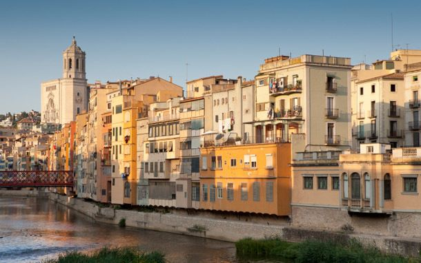 Nicknamed the City of a Thousand Sieges due to all the invasions the city withstood, Girona is often passed over by travelers set on Barcelona or the coastal beaches.