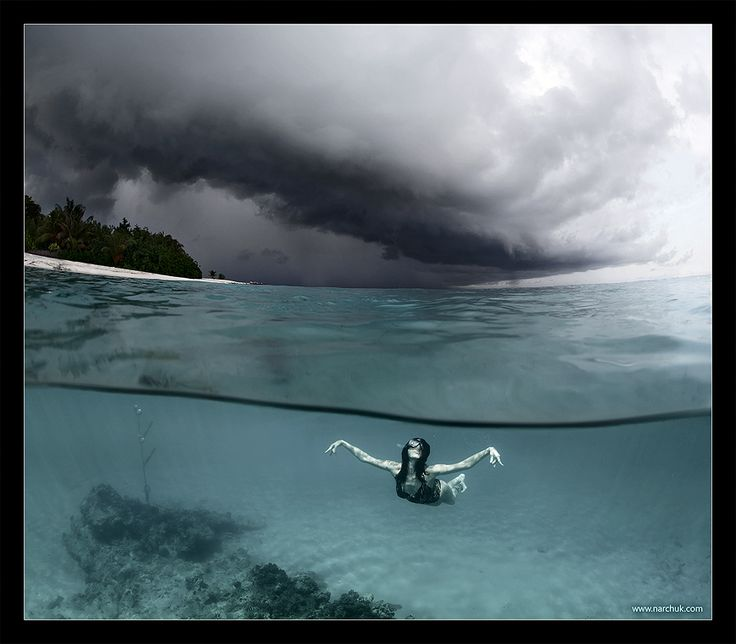 Incredible shot...reminds me of the storms I've seen in the Bahamas.