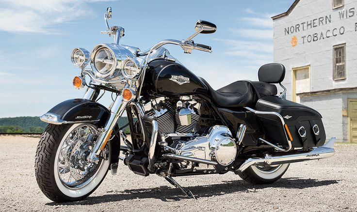 The  2015 ROAD KING® CLASSIC  Still the Old School Lives