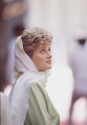 Kate Middleton lembra princesa Diana em primeira visita a mesquita