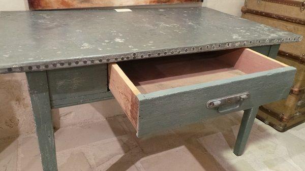 Table Ancienne Dessus Zinc Le Specialiste Du Meuble Ancien Tables Anciennes Table Rustique Table Basse Style Industriel