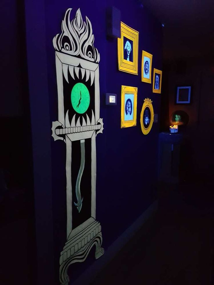 Best 25 haunted mansion decor ideas on pinterest for Disney halloween home decorations