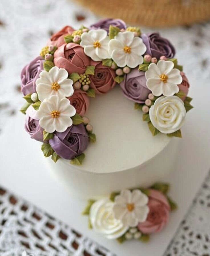 Buttercream flower cakes and cupcakes 10 handpicked ideas to discover in other the white - Creme decoration cupcake ...