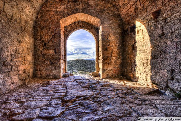 Door Down To Earth - Castell de la Popa (Castellcir, Catalonia).