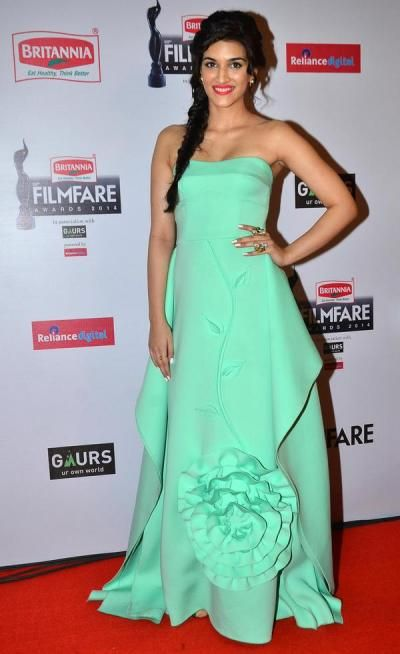 Kriti Sanon looked drop dead gorgeous in a strapless, mint green gown by Gauri and Nainika. We loved the 3D detailing on her gown and that 'dual finger ring' from Aé-Teē. The actress won the best debut award. - bollywoodshaadis.com