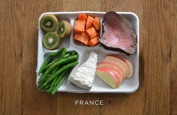 Steak, sárgarépa, zöldbab, sajt és friss gyümölcs