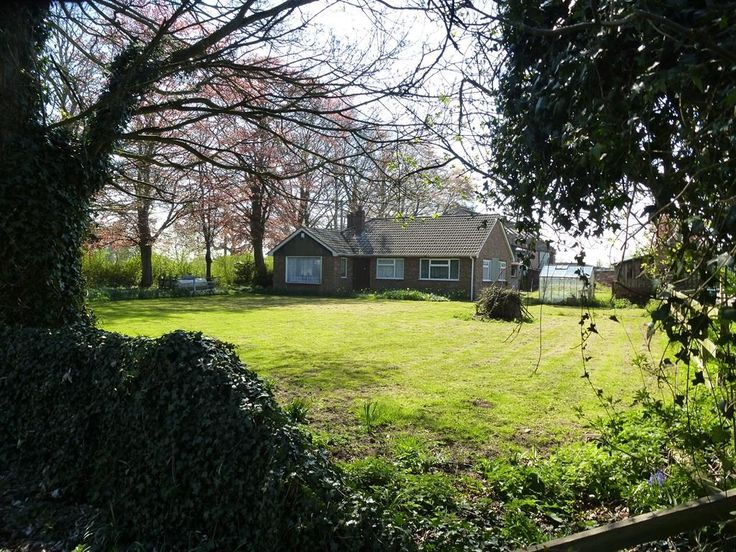 Selby Road, Thorne, Doncaster - 3 bedroom detached bungalow - William H Brown