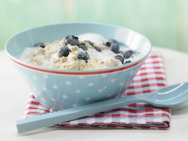 Zwiebackbrei mit Heidelbeeren - Abendmilchbrei ab 9. Monat - smarter - Kalorien: 220 Kcal - Zeit: 10 Min. | eatsmarter.de