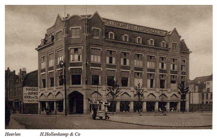 Hoek Markt Saroleastraat Heerlen, ca 1920.  Op deze locaties is nu Douglas gevestigd.