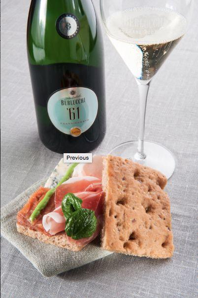 """Food and wine pairing. PANINO SATÈN61 farina Primitiva """"Molino Pasini"""" maionese di broccoletti  mela al forno fiocchetto """"Peveri"""" formaggio erborinato piccante foglie di spinaci novelli"""
