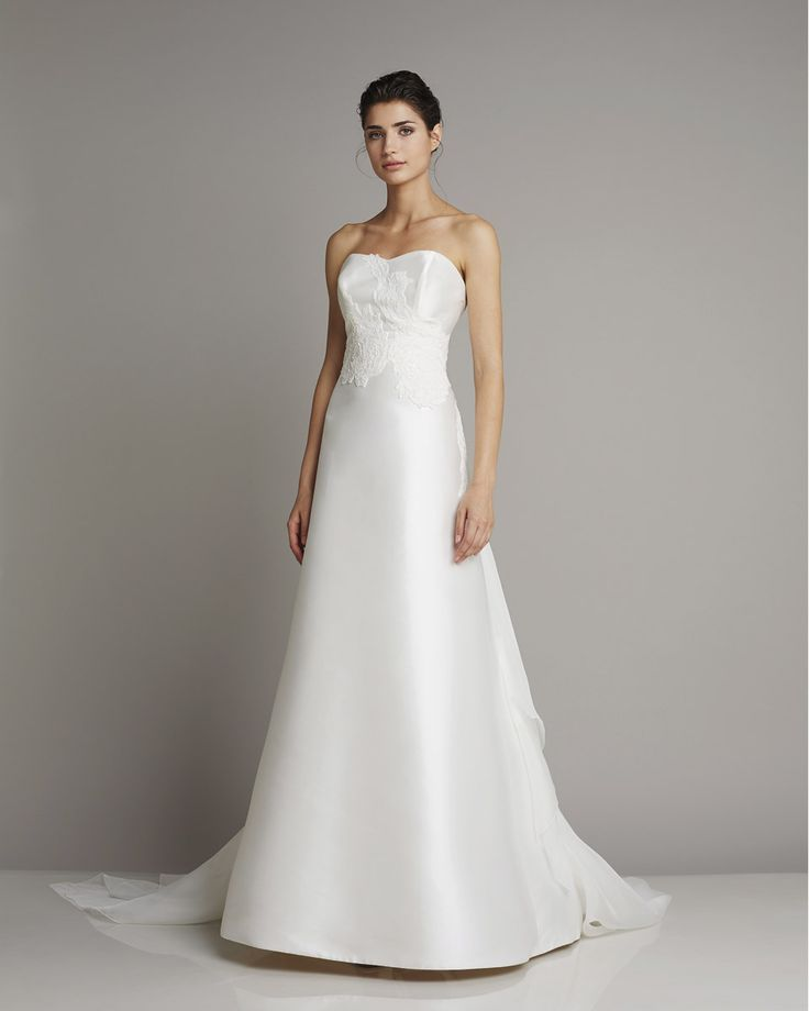 Slim strapless wedding dress of silk in lighter A-line with delicate embroidery on the upper part of Giuseppe Papini