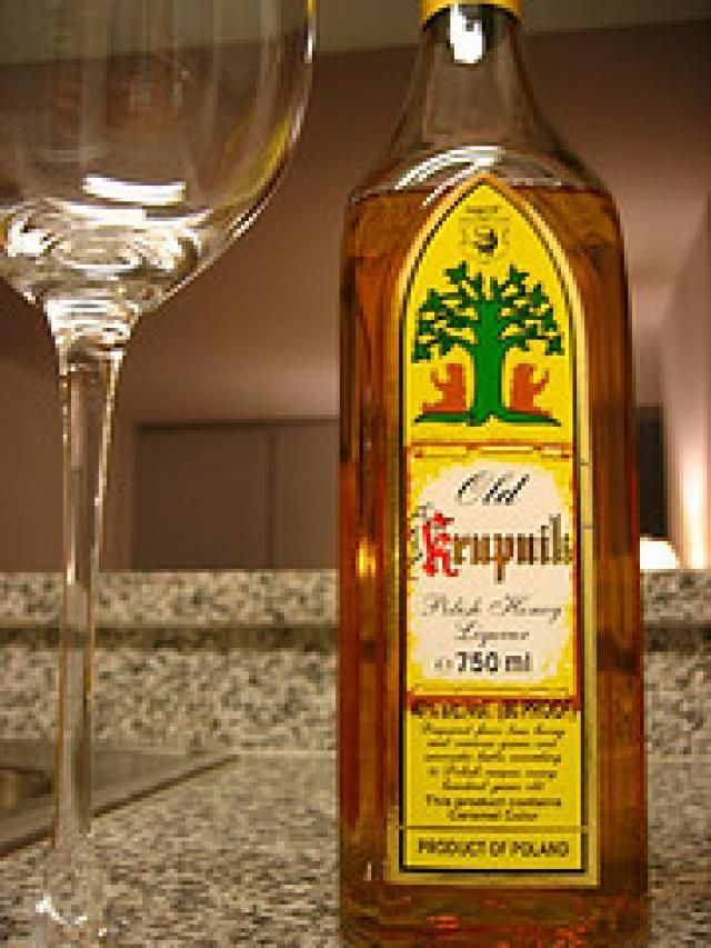 Try This Hot or Cold Polish Honey-Spiced Vodka (Krupnik): Polish Honey Vodka or Krupnik