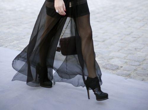 お次は、ボトムスにプラスしたファッション。 シンプルなトップ...|MERY [メリー]