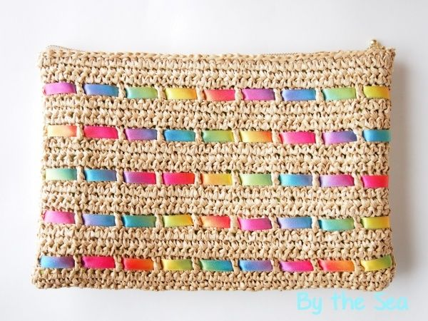Crochet purse with ribon