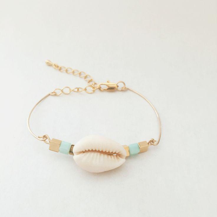 Bracelet Jonc CONSTANCE en plaqué or 14 carats (coquillage) : Bracelet par prayforthesunshine