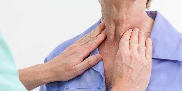 Problemi alla tiroide: i 10 sintomi più comuni