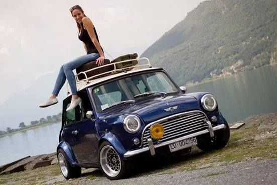 Cute model pose on cute Mini Cooper ❤ App for MINI ★ Mini Cooper Warning Lights guide, now in App Store https://itunes.apple.com/us/app/mini-cooper-indicators-warning/id923853769?ls=1&mt=8