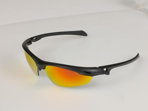 running sunglasses from NAKED:RUNNER https://naked-runner.com/products/sunglasses-4 with Revo red lenses