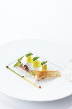 noordzeekrab en gerookte paling, augurken, crème van verse geitenkaas