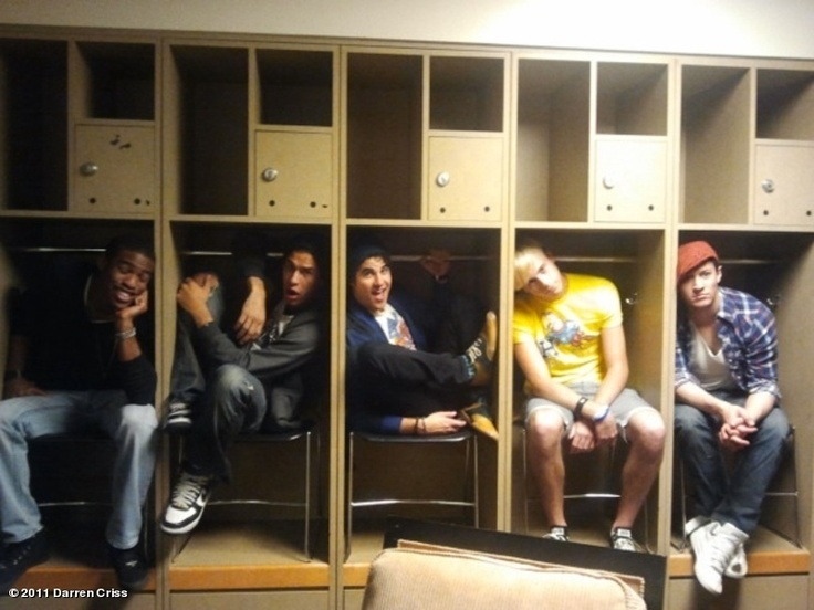 The Warblers! Love the fact that the only one who acutally fits, is Darren. You, adorkable hobbit!