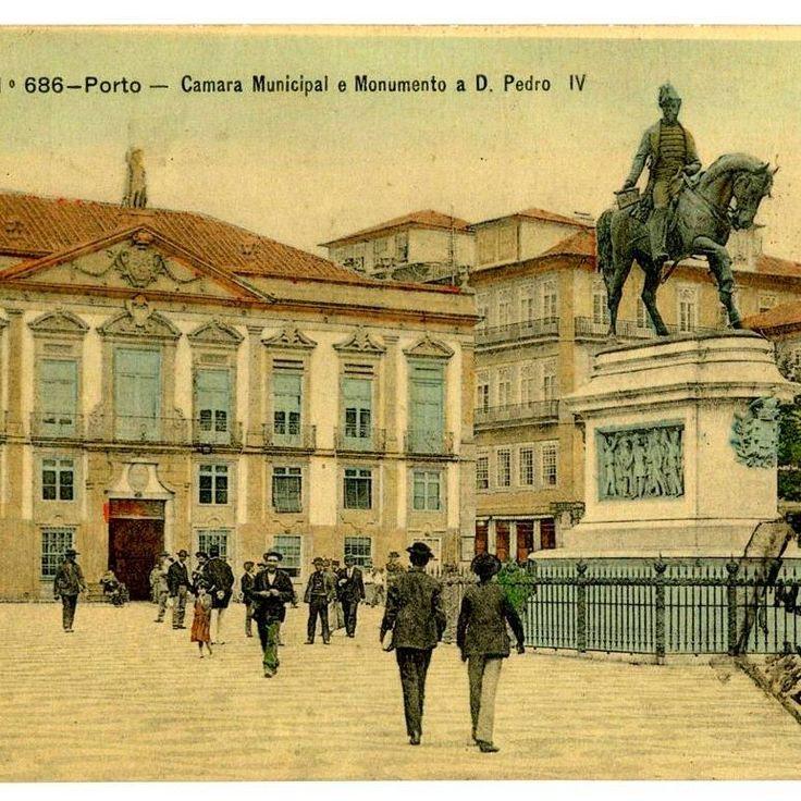 Primitiva Câmara Municipal do Porto e estátua de D. Pedro IV