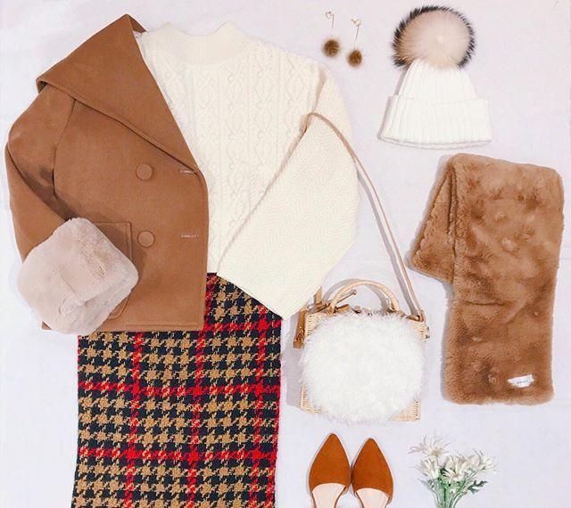 deicy_official:loving Camel ⛄️🍪💓 . 寒い冬のコーディネートに、 キャメルで暖かさをプラスして..♡♡ . . ❄️ DEICY コートフェア開催中 ❄️ 11.15(wed)までの期間中、対象のコートをお買い上げのお客様に ボリュームファーストールをプレゼント🎁♪ DEICYでは様々なコートを取り揃えておりますので、 ぜひお近くのお店でご覧くださいませ✨ 皆様のご来店を心よりお待ちしております💗 . . #deicyosaka #deicy #mecouture #fashion #winter #aw #2017 #coat #デイシー #ミークチュール #ファッション #秋冬 #冬服 #コート #コートフェア #fair #instafashion #ノベルティ #girl #love #camel #white 2017/11/12 20:04:44
