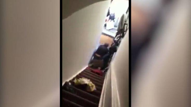 Een Airbnb-huurster werd dit weekend door de verhuurder geduwd en viel van een trap. Ze zou te laat zijn geweest met uitchecken.