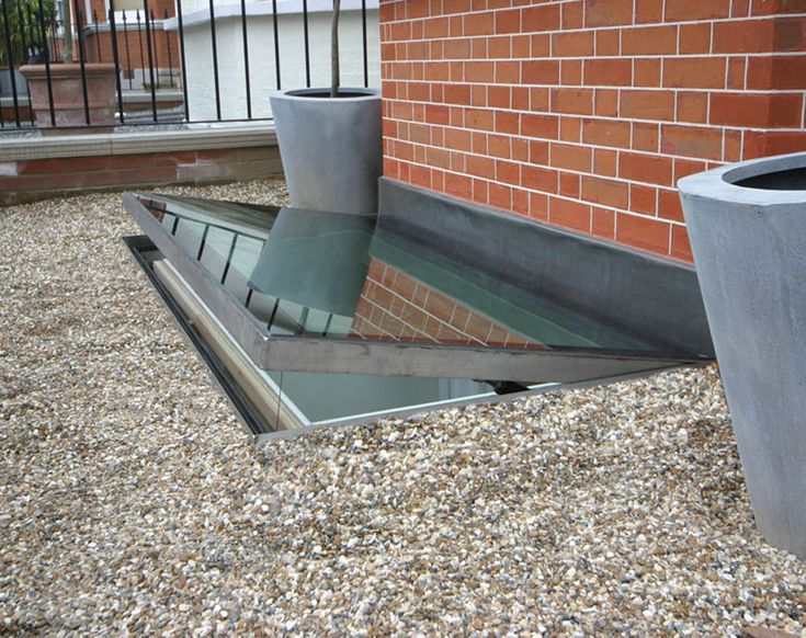 meia opening hinged escape rooflight 05 08 006