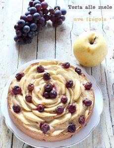 Torta di mele e uva fragola