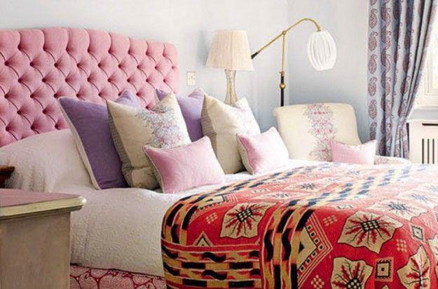 Letto rosa per la camera - Letto con testiera nelle tinte del rosa per arredare una camera da letto romantica.