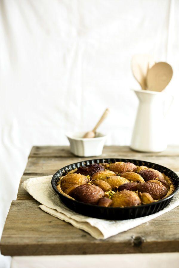 Se i dolci con la frutta sono la tua passione questa crostata di pesche con pistacchi fa proprio al caso tuo. Tutto il sapore dell'Estate in un dessert.