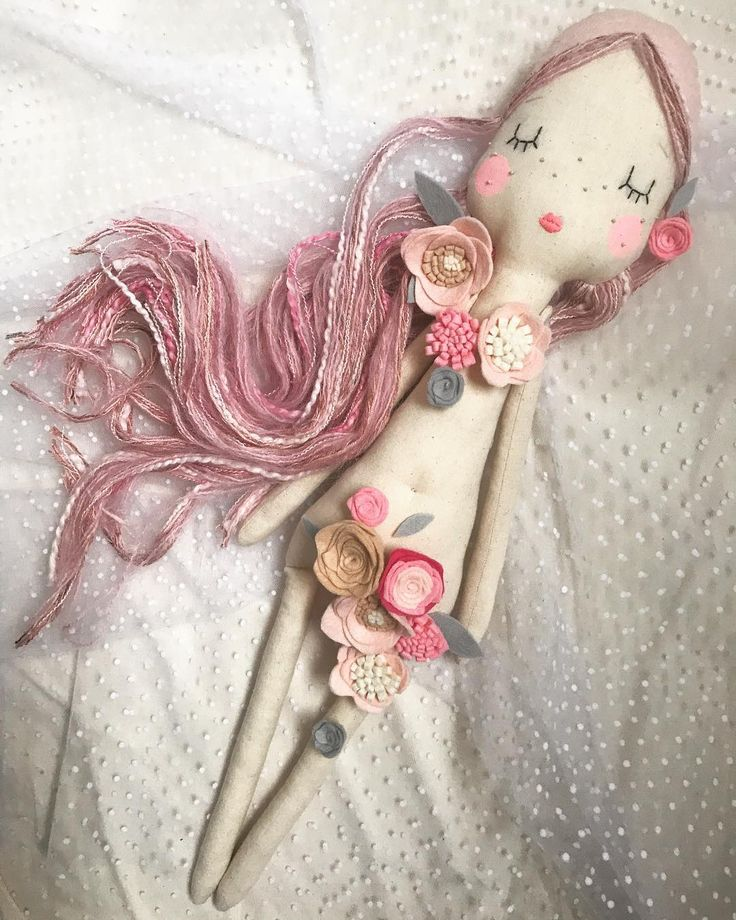 Gone all American Beauty on this one will actually be using these blooms to create a flower crown but no harm in having a little fun before they all get stitched together x #velvetrainbowsboutique #americanbeauty #clothdoll #heirloomdoll #dollsofinstagram #floral #blooms #handmadetoys #pinkhair #feltflowers #mamablogger #interiordesign #nurserydecor #decor #etsy #etsyuk #etsyseller #etsybestsellers #softie #plushie #handmadegifts #lovemymakers #wipsandblooms #feelingfolksy #craftsposur...