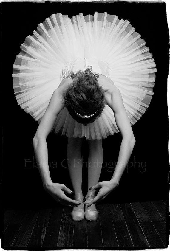 high contrast: Photos Inspo, Ap Photography, Photos Example, 2D Design, Colors, Contrast Radial, Dancers Arm, Composition Radial, Balance Elements