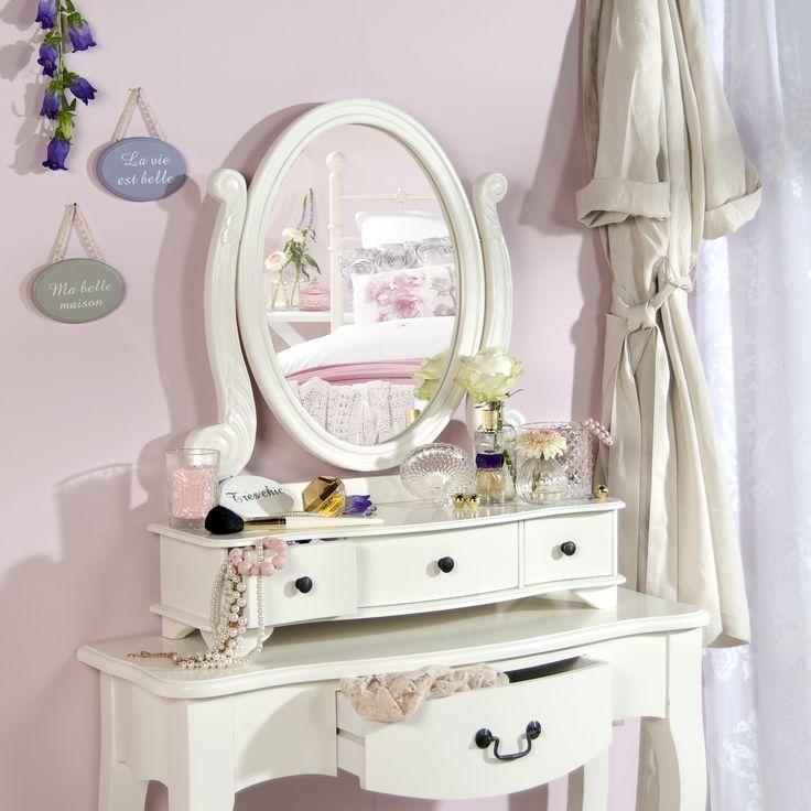 Handig en mooi deze kaptafel. Past perfect in een landelijk romantische slaapkamer