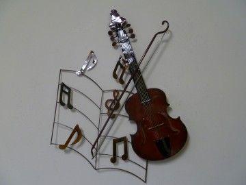 Deze viool met strijkstok is helemaal gemaakt van gerecycled metaal.deze wanddecoratie is met de hand gemaakt.Erg leuk om cadeau te geven aan iemand die viool speelt.