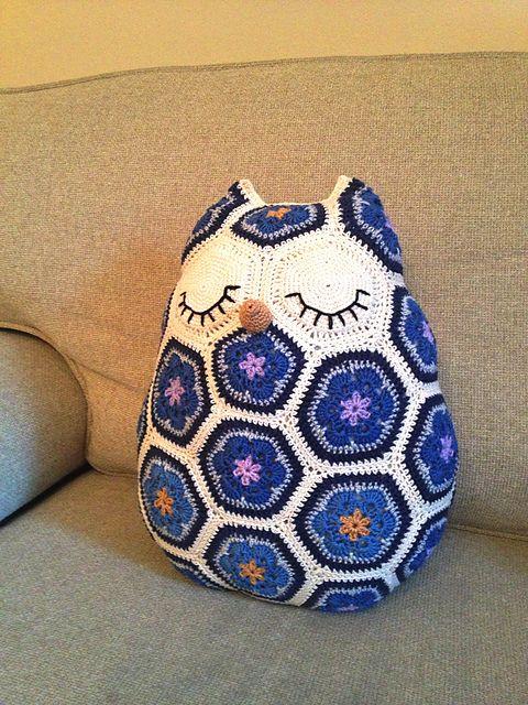 Cute! African flower hexagon crochet owl pillow. Ravelry: Maggie the Owl Pillow pattern by JOs Crocheteria