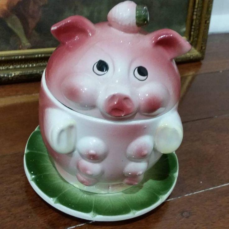 """Close up of Miss piggy sugar pot Sooo cute"""