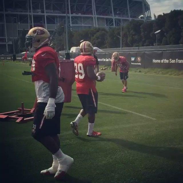 Video: @jarrydhayne38 hits the sled at practice today. Hayne may see some extra play time this week at RB. #JarrydHayne #49ers #NFL