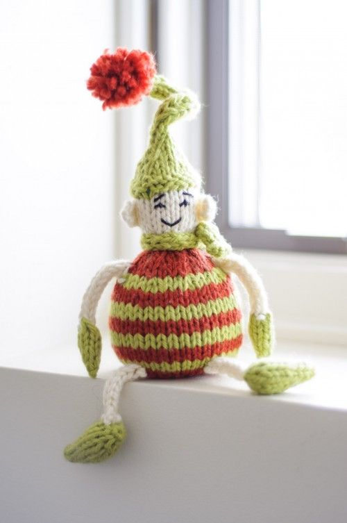 Tiny Elf: free knitting pattern is available at spudandchloe.com and on Ravelry. Click through to find out about our photo contest for your chance to win a yarny prize!