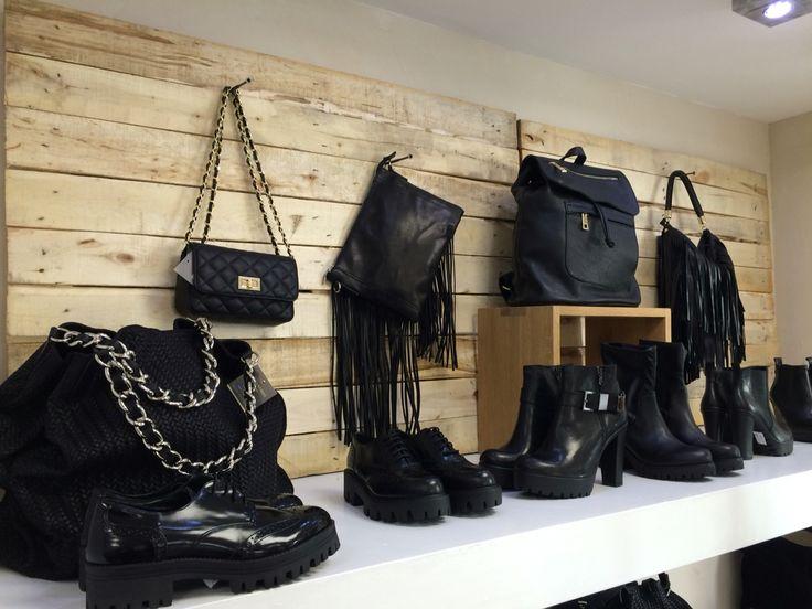 Nuova esposizione, scarpe borse tronchetti.....