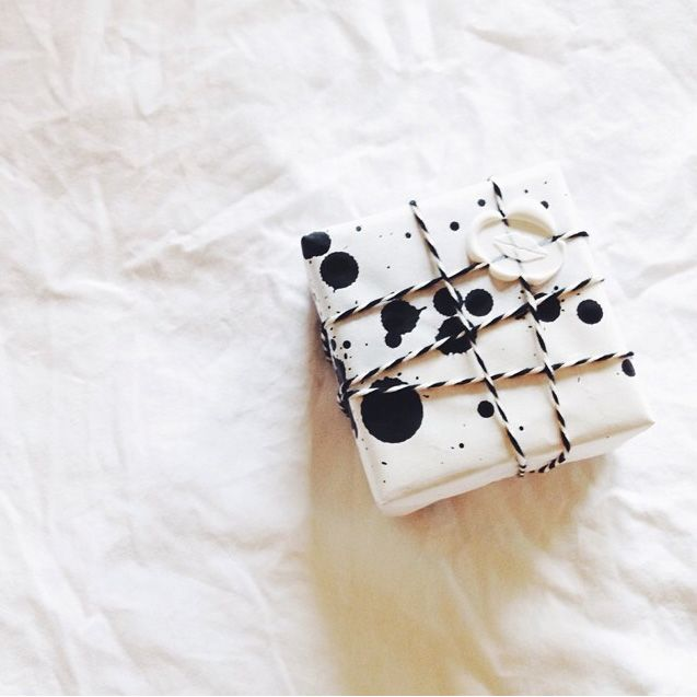 @aliciamlund's gift-wrapped little something! Xk #kellywearstler #gift #giftwrap #aliciamlund #alicialund #present
