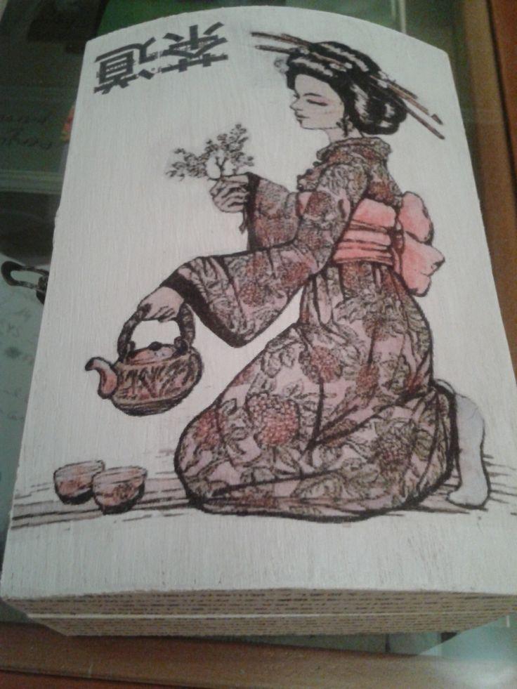 Caja pintada y con decoupage, la leyenda el Té