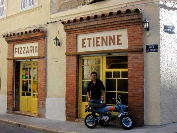 La meilliur pizza!  Rue de Lorette,