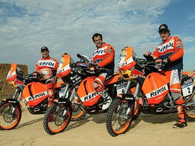 Carlo de Gavardo (centro) con otros miembros del equipo KTM